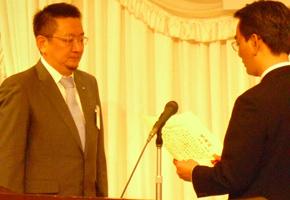才津喜彦直前理事長への感謝状の贈呈